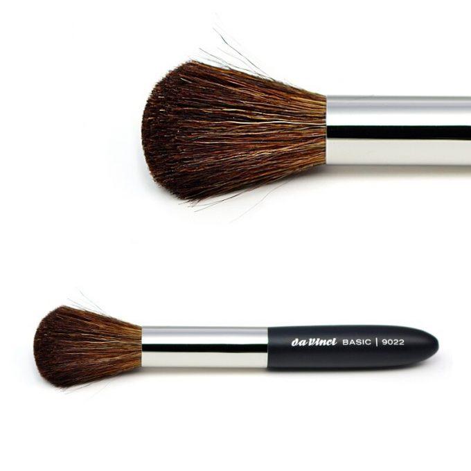 Blusher brush with brown mountain goat hair 9022