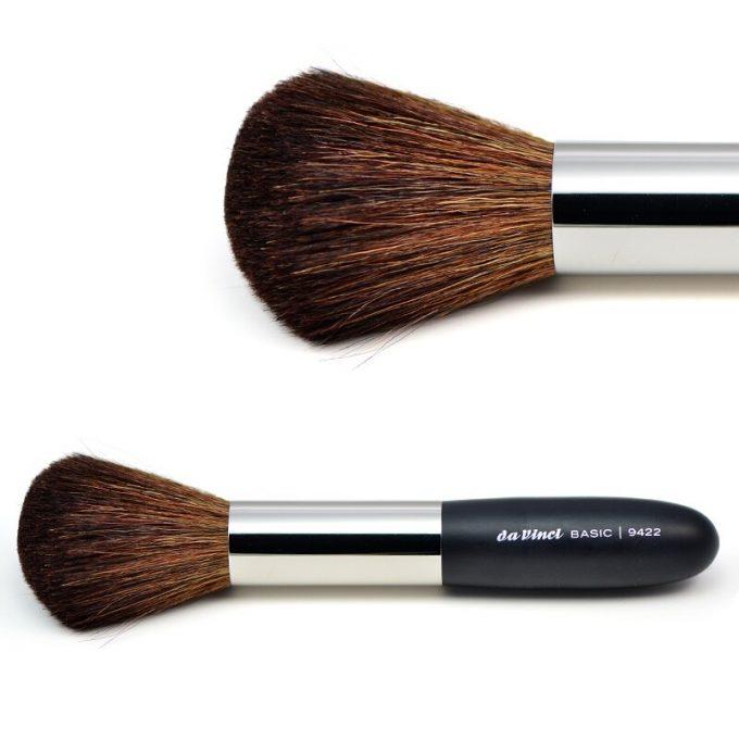 Powder brush with brown mountain goat hair 9422
